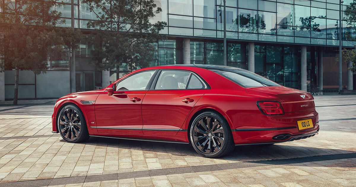 2021 Bentley Flying Spur V8 Is Less Powerful But Still A Stunner Bentley Flying Spur Flying Spur Bentley