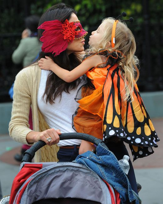Real Housewives of New York star Bethenny Frankel and daughter Bryn sported Halloween costumes in New York City on October 16th.  sc 1 st  Pinterest & Real Housewives of New York star Bethenny Frankel and daughter Bryn ...