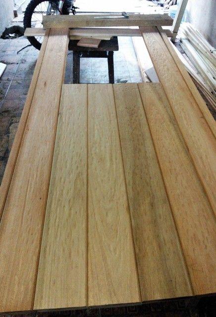 Port n de garaje en madera casero corredizo curvo for Como hacer una puerta rustica