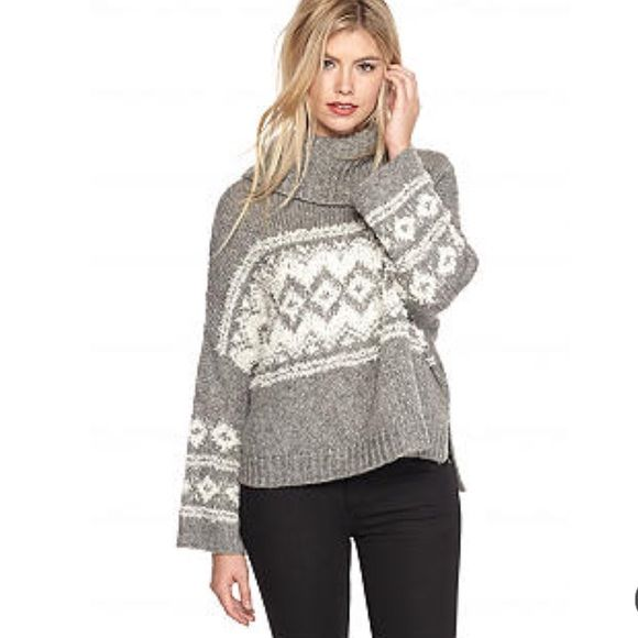 ❤️SOLD❤️Free People Split Neck Sweater Boutique
