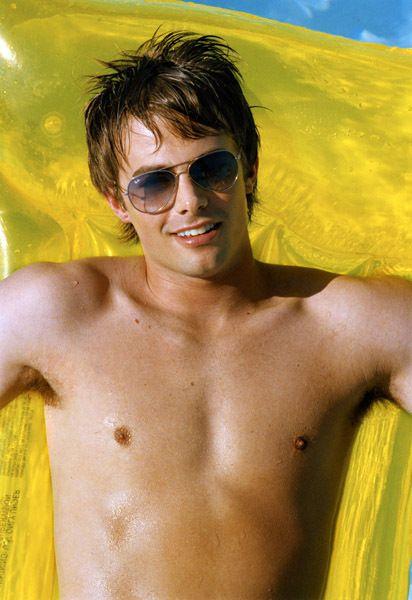 shirtless male celebs - Jonathan Bennett