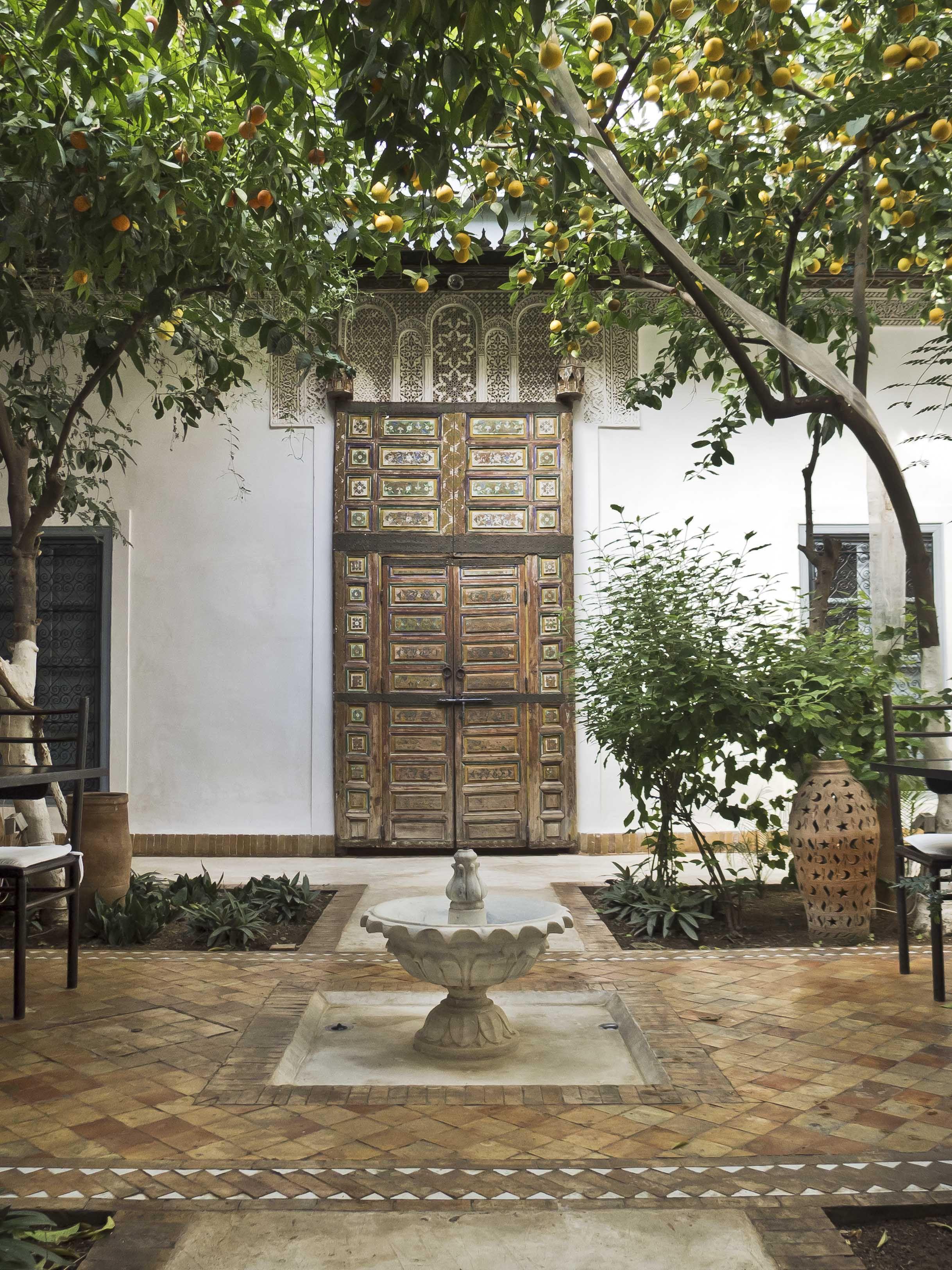 Riad Tchaikana In Marrakech Note Parapet Decor Door Patio Marrakech Riad Maroc Architecture Marocaine