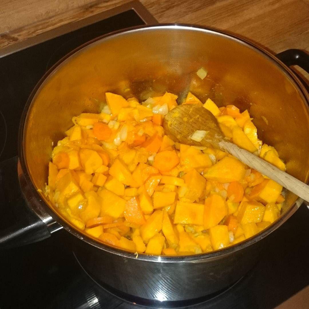 Ich koche heute Kürbissuppe zum aller ersten Mal  Mal sehen ob es was wird   #abnehmen #weightloss #abnehmen2015 #healthy #fit #lowcarb #gesund #malguckenobesschmeckt #kürbis #pumpkin #halloween by weightmove_