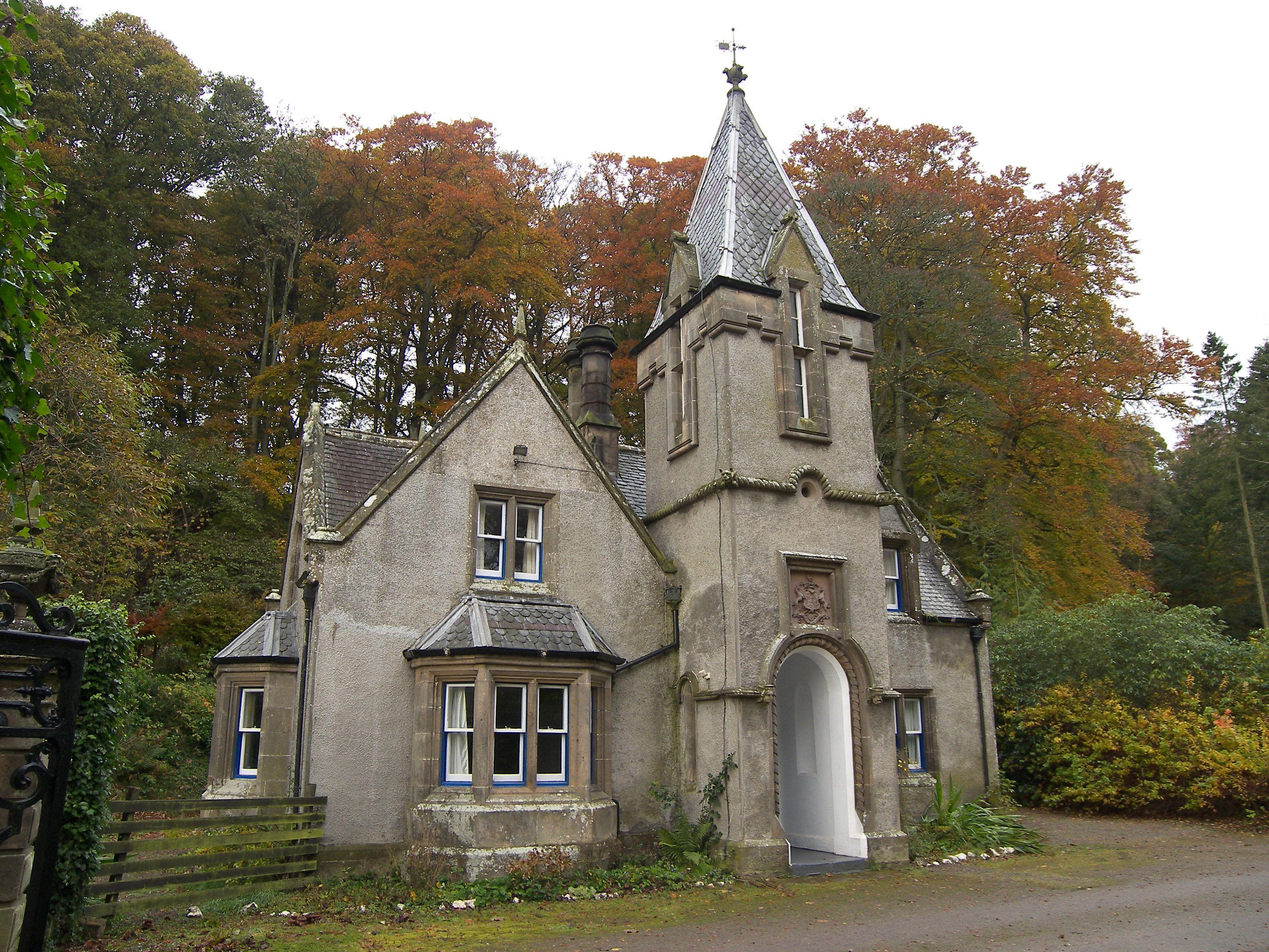 Scottish cottage it 39 s like a miniature castle when can - Casas rurales escocia ...