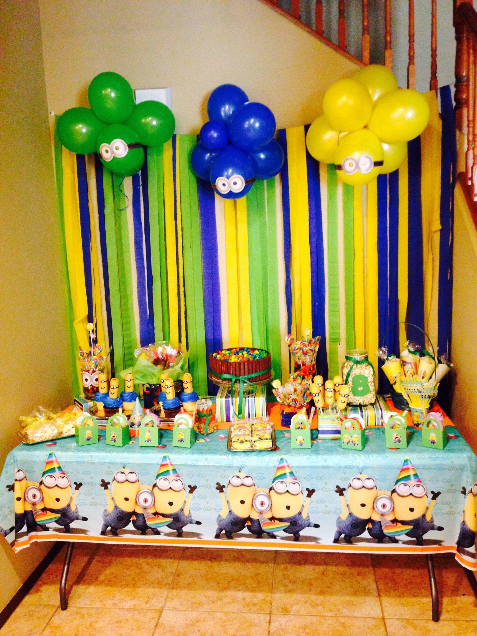 minion theme birthday party minion twinkies kitkat cake. Black Bedroom Furniture Sets. Home Design Ideas