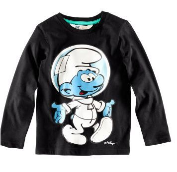 A lot of Smurfy clothes and accessories Now at the H & M shops!