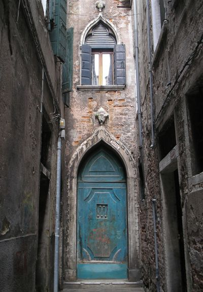gorgeous arched doorway in a Venetian alley