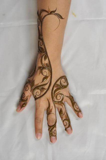 1 نقش حناء ناعم لليد من صالون رشنا للحنا Rachna Salon 1 Preview Jpg 425 640 Henna Tattoo Designs Henna Art Designs Beautiful Henna Designs