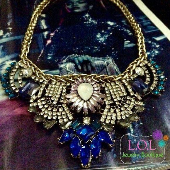 Statement Necklace Perfect combination of colorful stones and crystals. Jewelry Necklaces