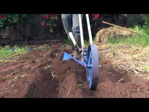 Valley Oak Wheel Hoe Hiller Attachment Youtube Pepper Plants Diy Greenhouse Plans Garden Tools