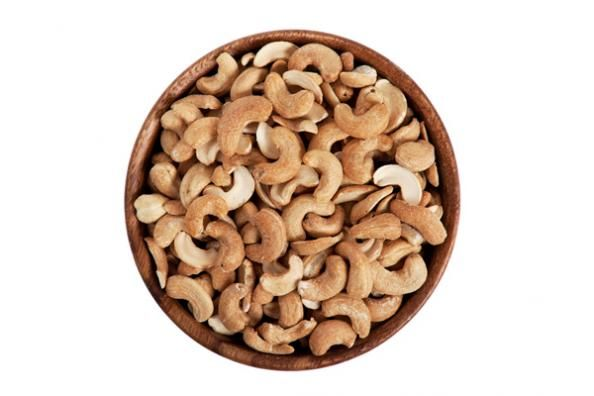 2. Nuts Nuts are a must for any hardgainer struggling to put on weight. 1  ounce of cashew or almonds contains 150-170 high quality calories.