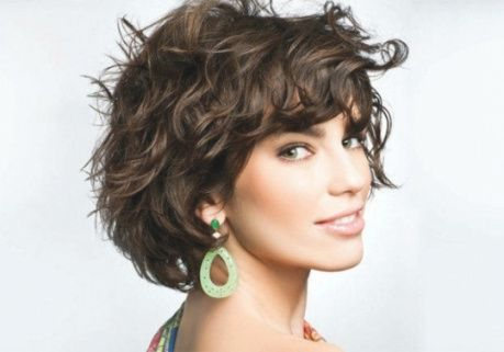 Elegant Frisuren Frauen Locken Halblang