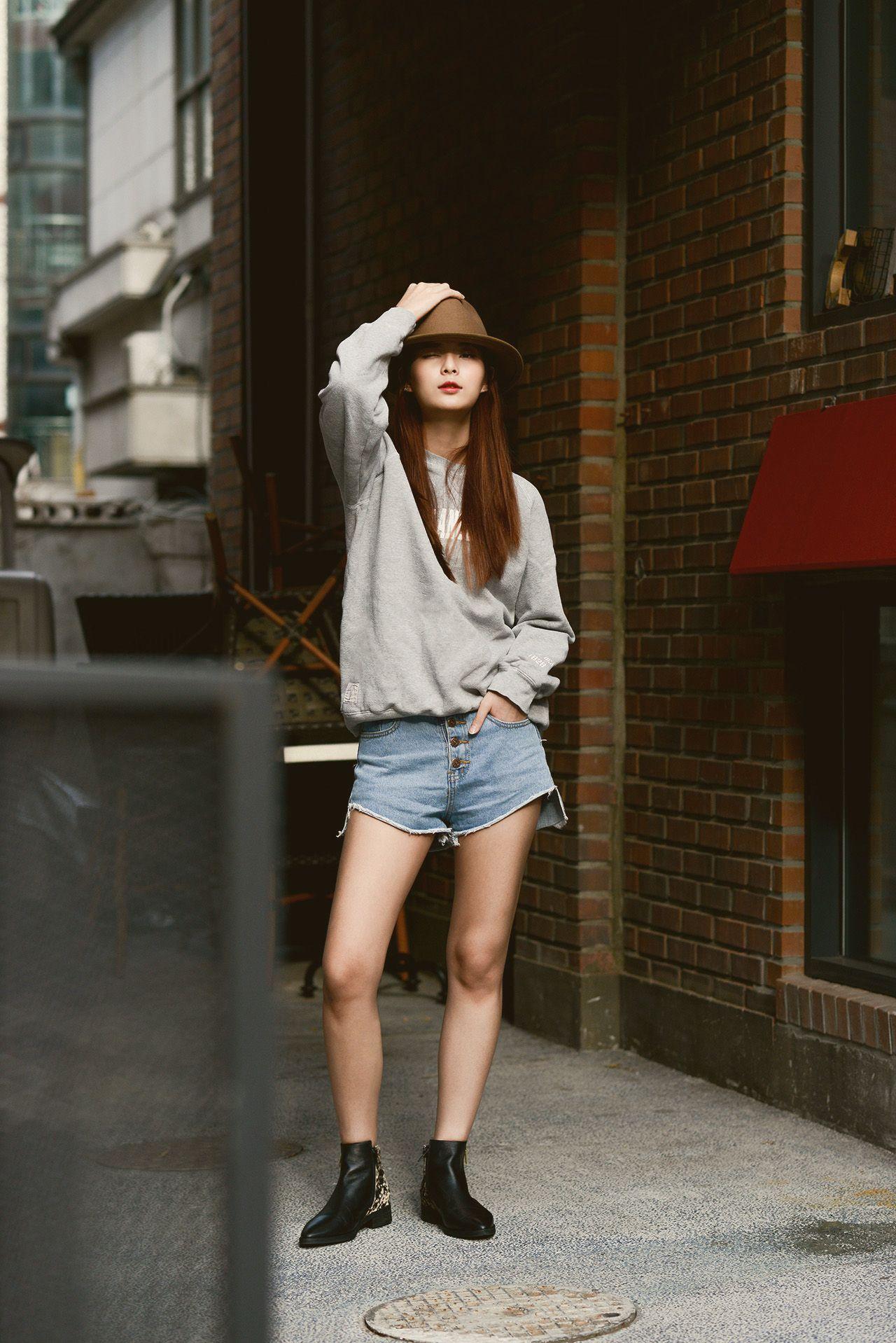 Model : Oh Hye Rim (YG Kplus) wearing EEIGHT shoes
