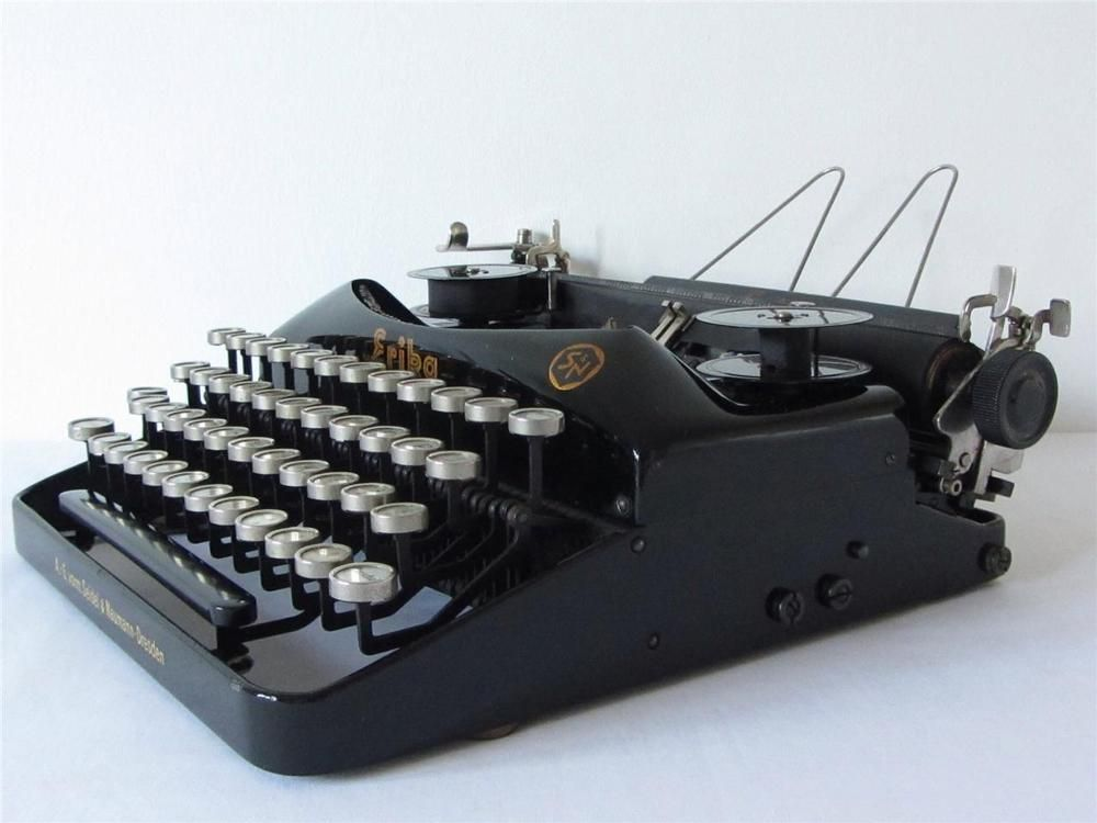 Vintage 1930 s  Erika  Portable Typewriter **DISPLAY ONLY** PAPER FEED FAULT