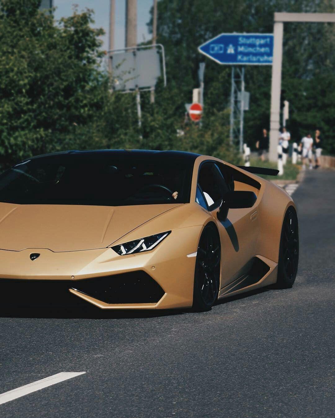 #BlackandGold Lamborghini Huracan