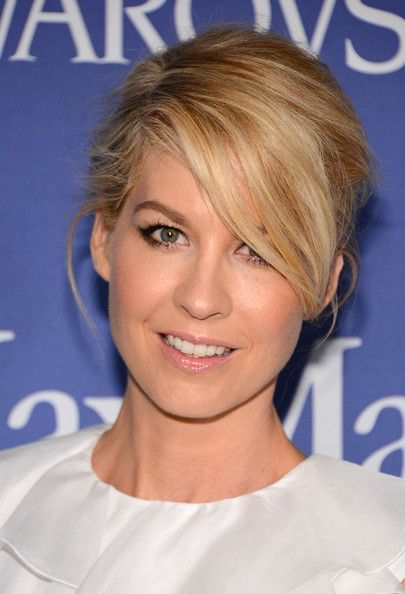 568d0054d06515 Jenna Elfman Bobby Pinned Updo - Jenna Elfman pulled back her blonde  tresses into a stylish updo that let her side-swept bangs fall effortlessly  across her ...