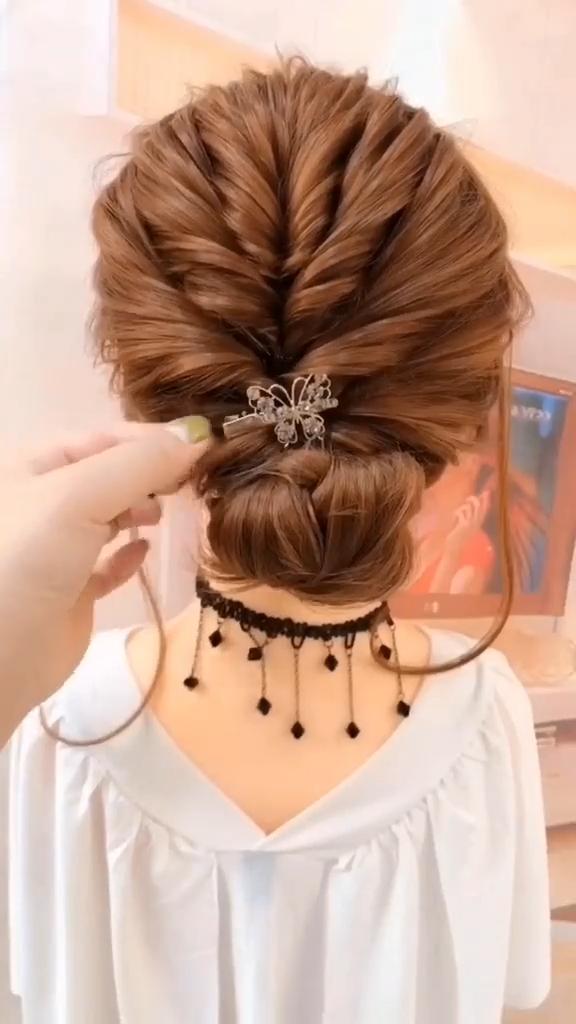 SUPER EASY HAIR UPDO