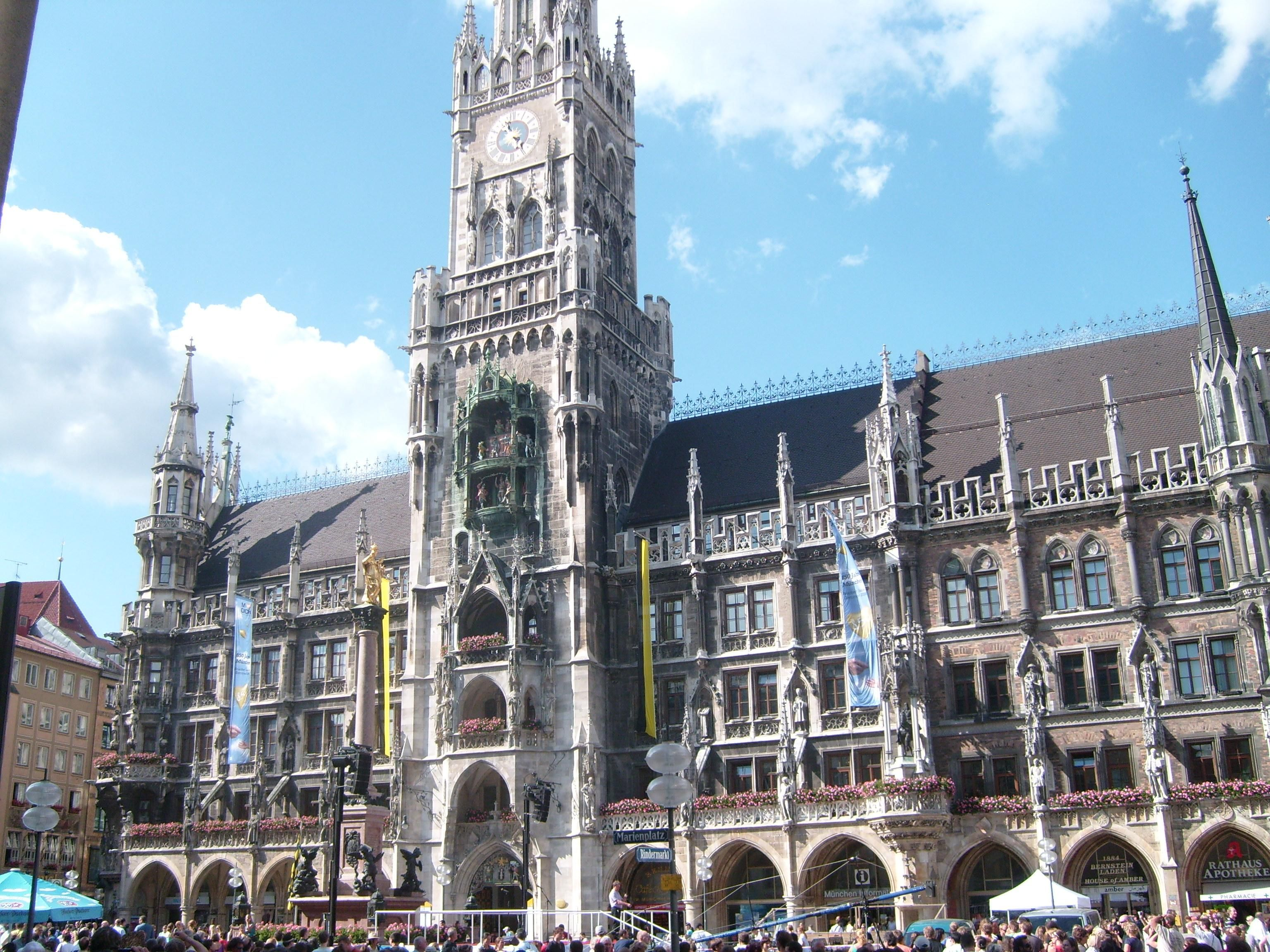 Rathaus Glockenspiel In Munich Germany Been There Done That Ferry Building San Francisco Places Of Interest Places To Go