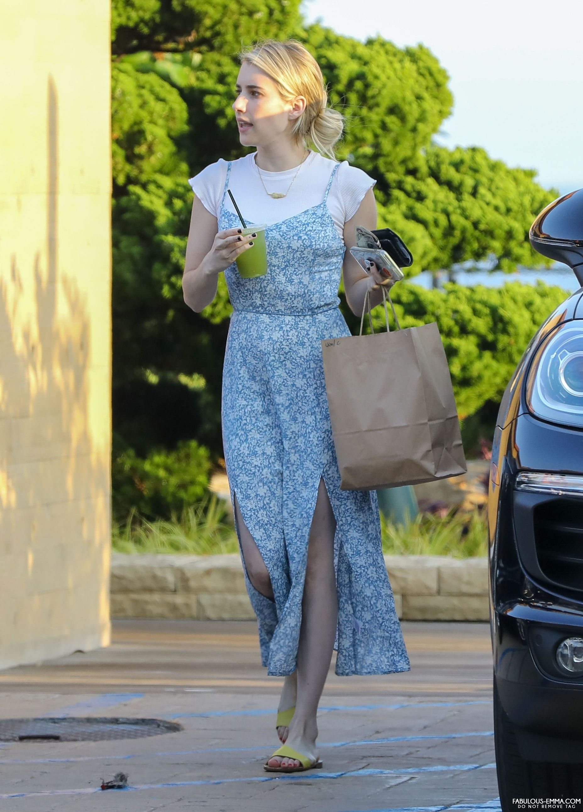 Getting Lunch To Go At Nobu In Malibu Ca 8 2 Emma Celebrity Street Style Emma Roberts Style Celebrity Style