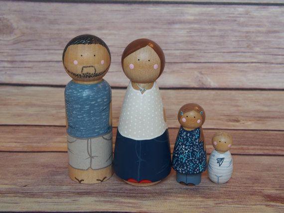Aangepaste Peg Doll familie van vier / / van PegandPin op Etsy