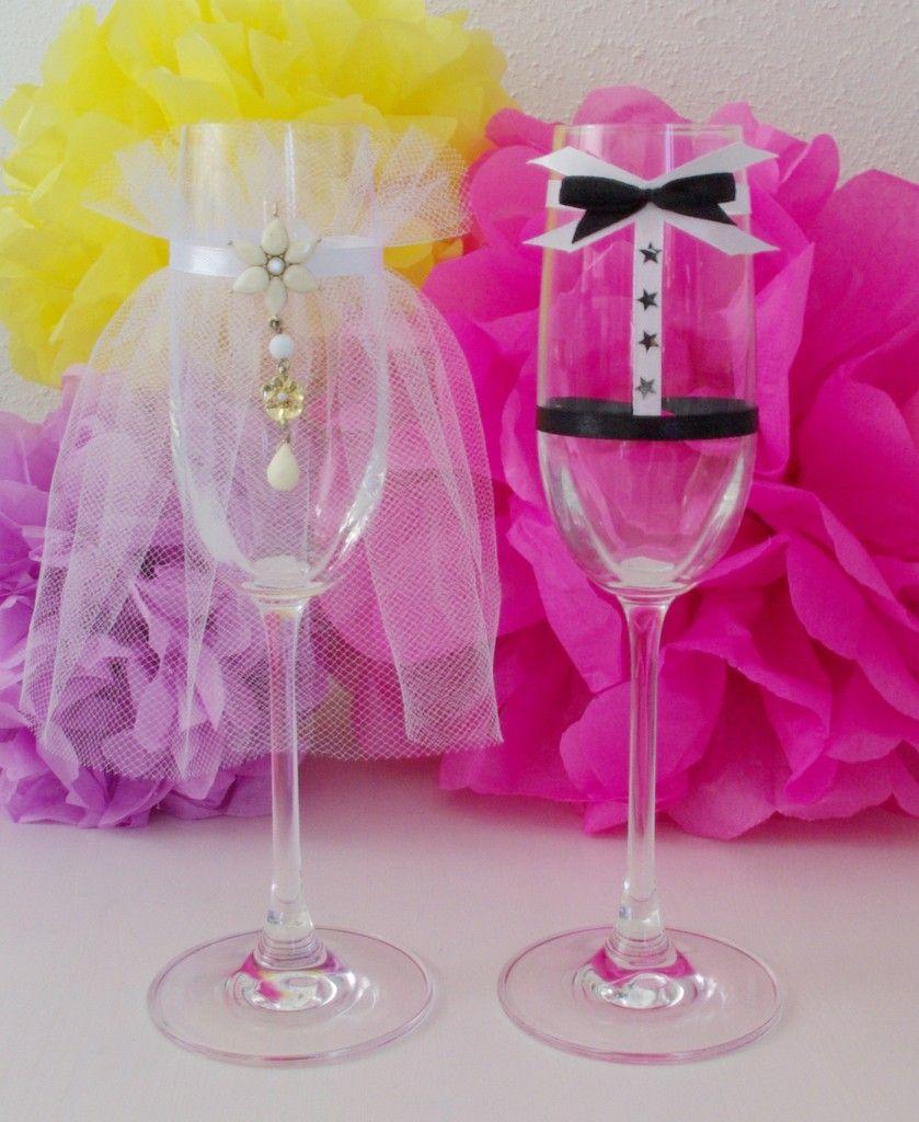 Sektglser als Brautpaar verkleidet Hochzeit Dekoration