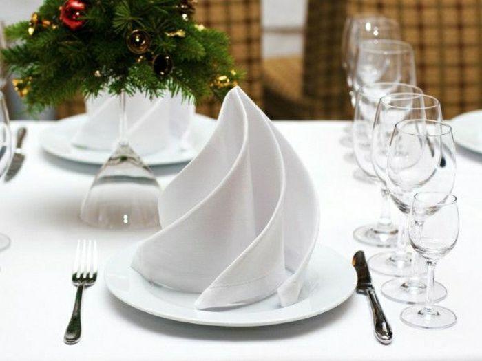 Comment Realiser Un Pliage De Serviette Idees Originales Pliage Serviette Decoration Table De Noel Serviettes En Tissu