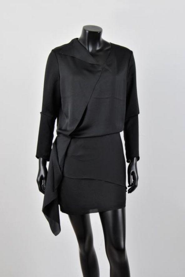 582d5183e5af Lej denne Acne Silk Dress på RentAtrend for kun 30 kr. om dagen.  Acne   SilkDress  dress  black  silk  fashion  secondhand