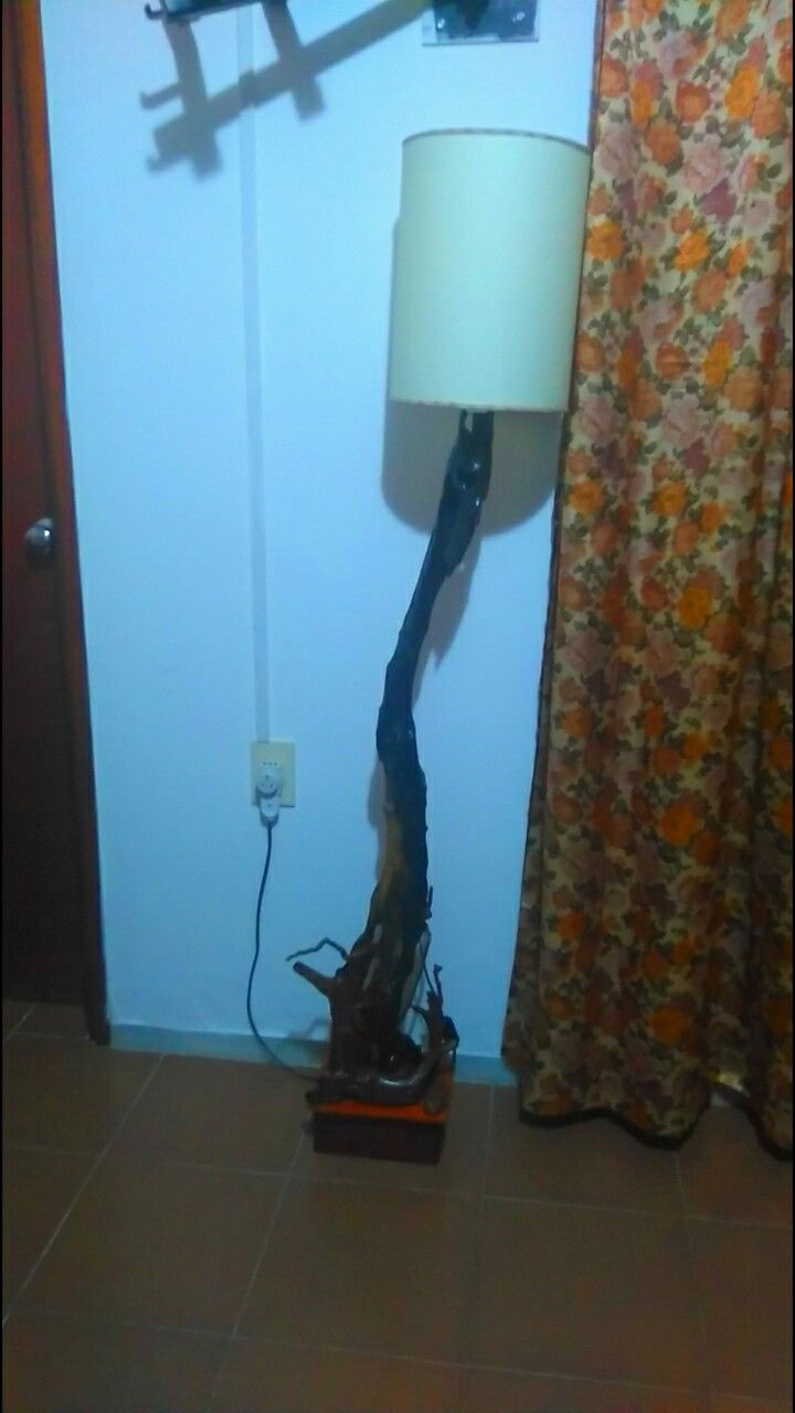 Lámpara madera deriva