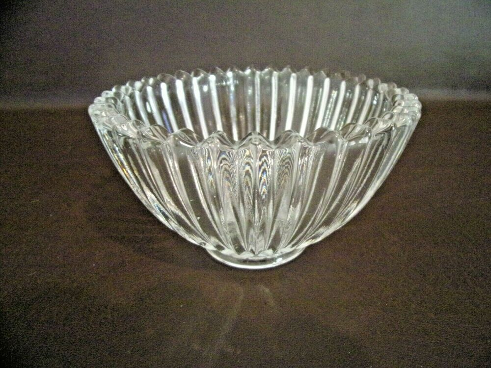 Vintage Clear Glass Ribbed Candy Dish With Sawtooth Rim In 2020 Decorative Bowls Antiques For Sale Clear Glass