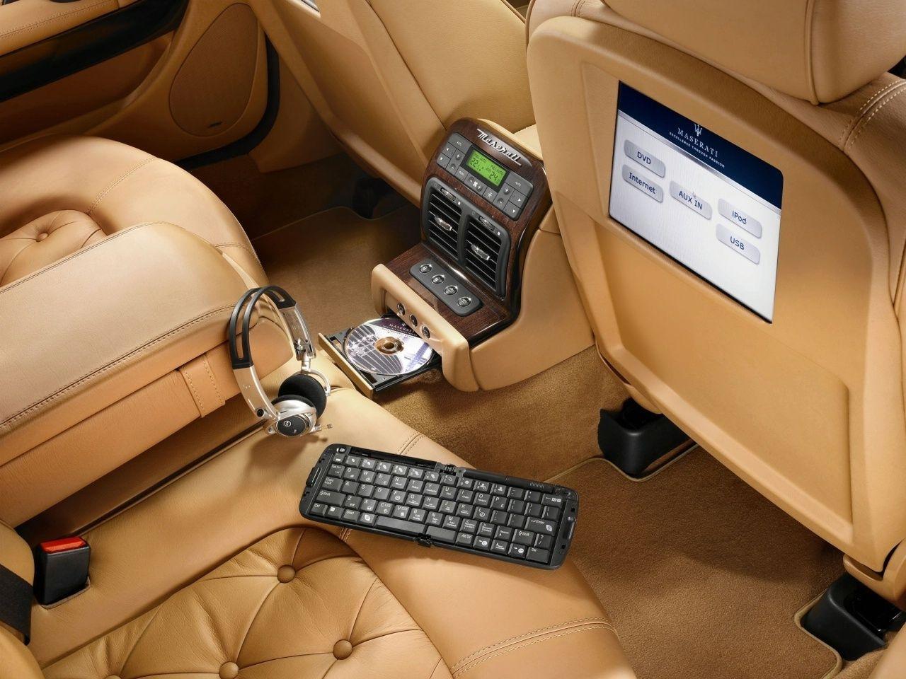 Car interior entertainment - Maserati Quattroporte Interior