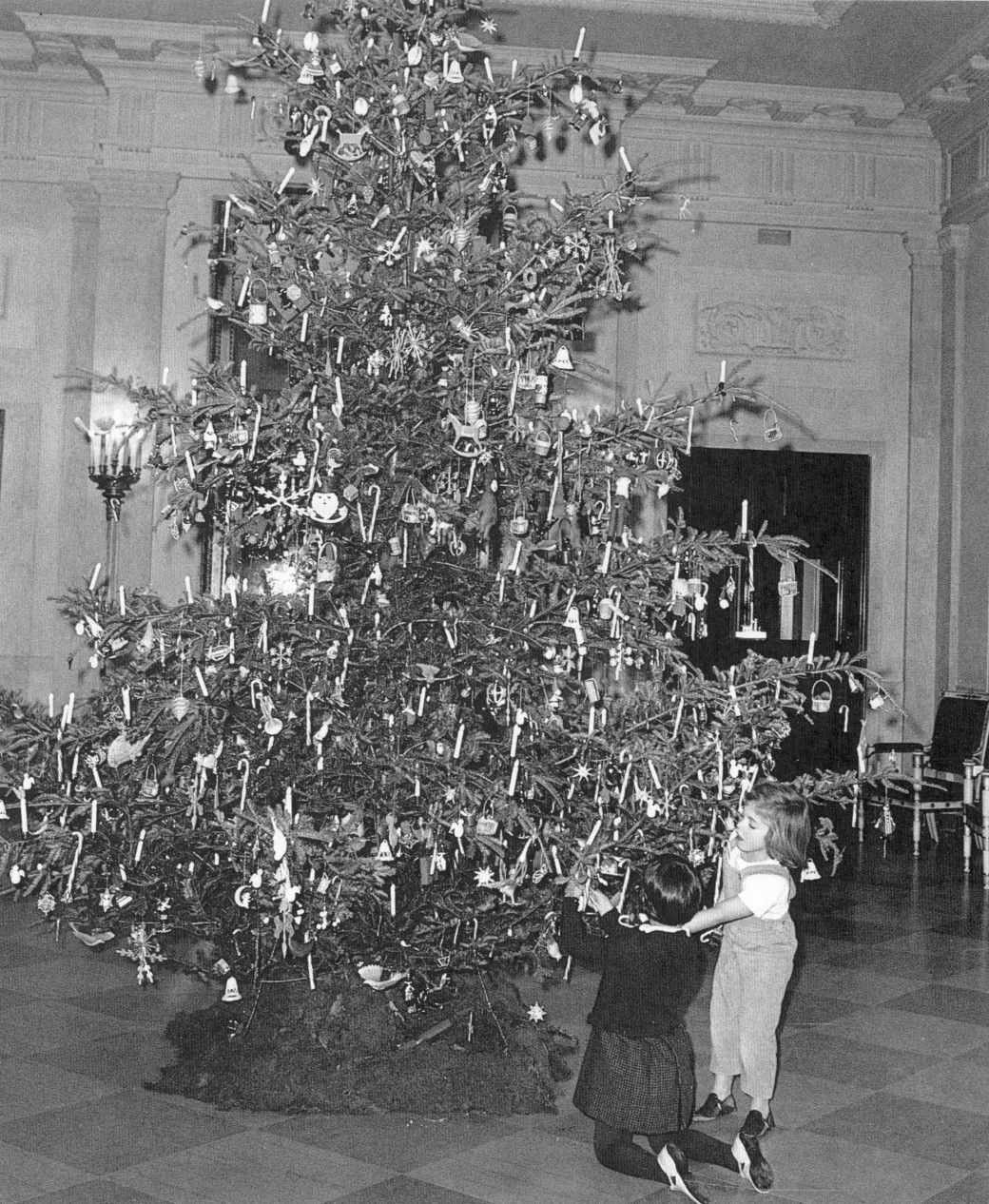 2019 White House Christmas.Christmas Cheer Caroline Kennedy Inspects Candy Canes