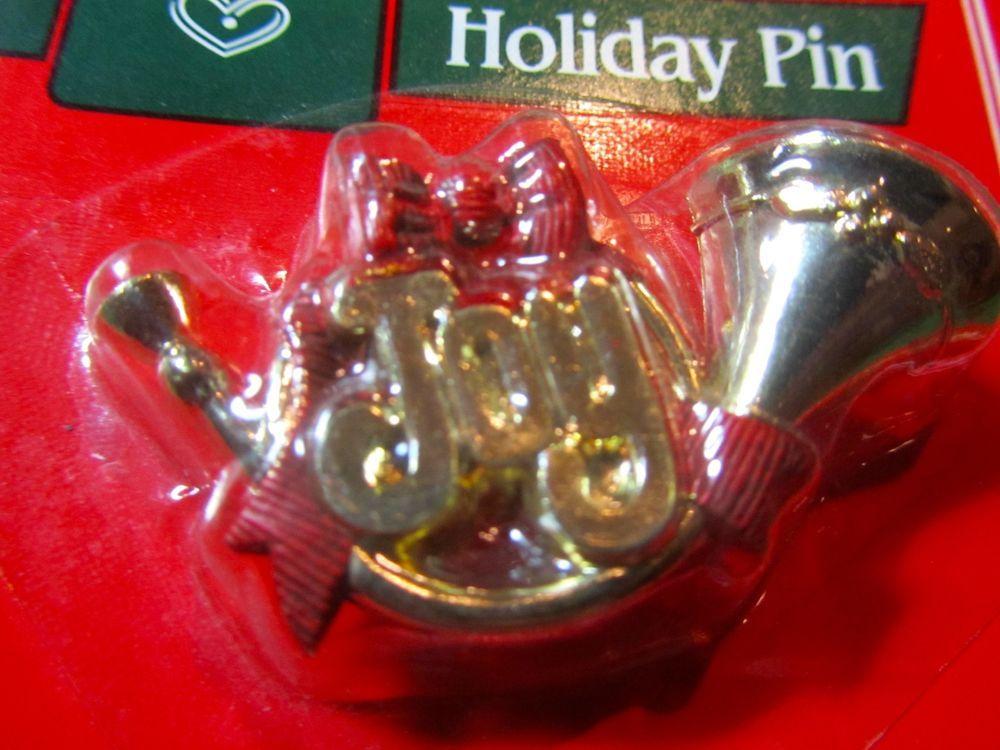 VINTAGE HALLMARK AMBASSADOR JOY FRENCH HORN CHRISTMAS HOLIDAY LAPEL PIN    A118