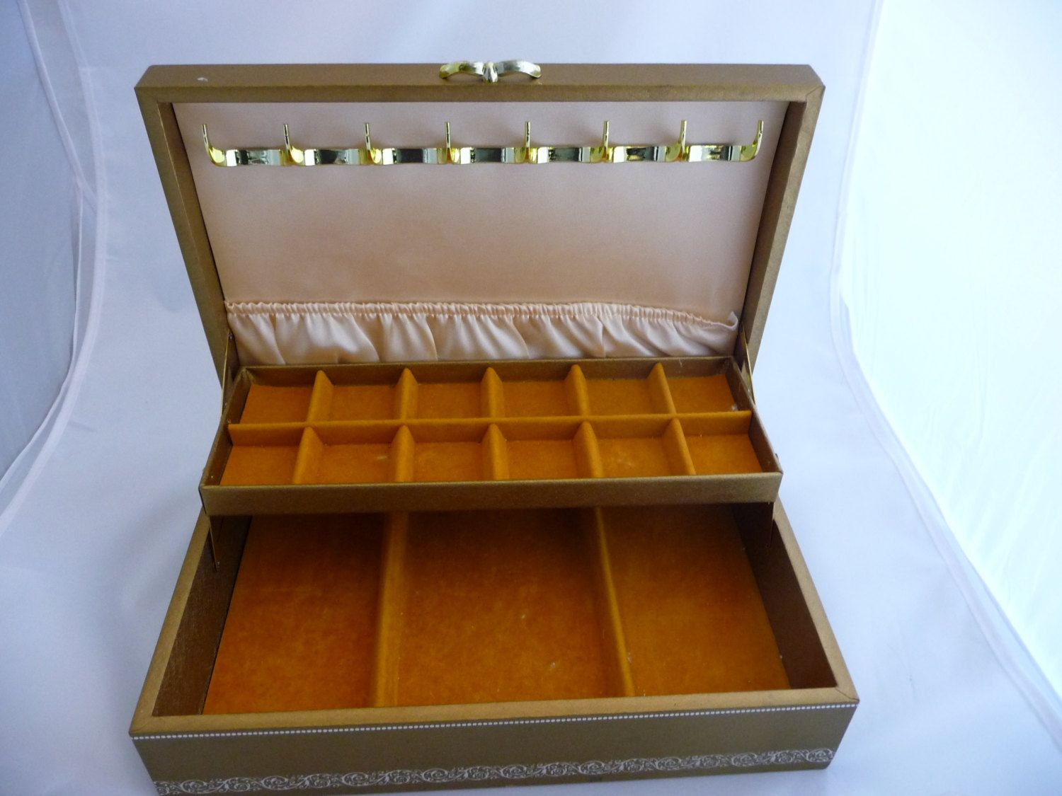 Funky Retro Gold Leather Jewelry Box With Gold Velvet Lining