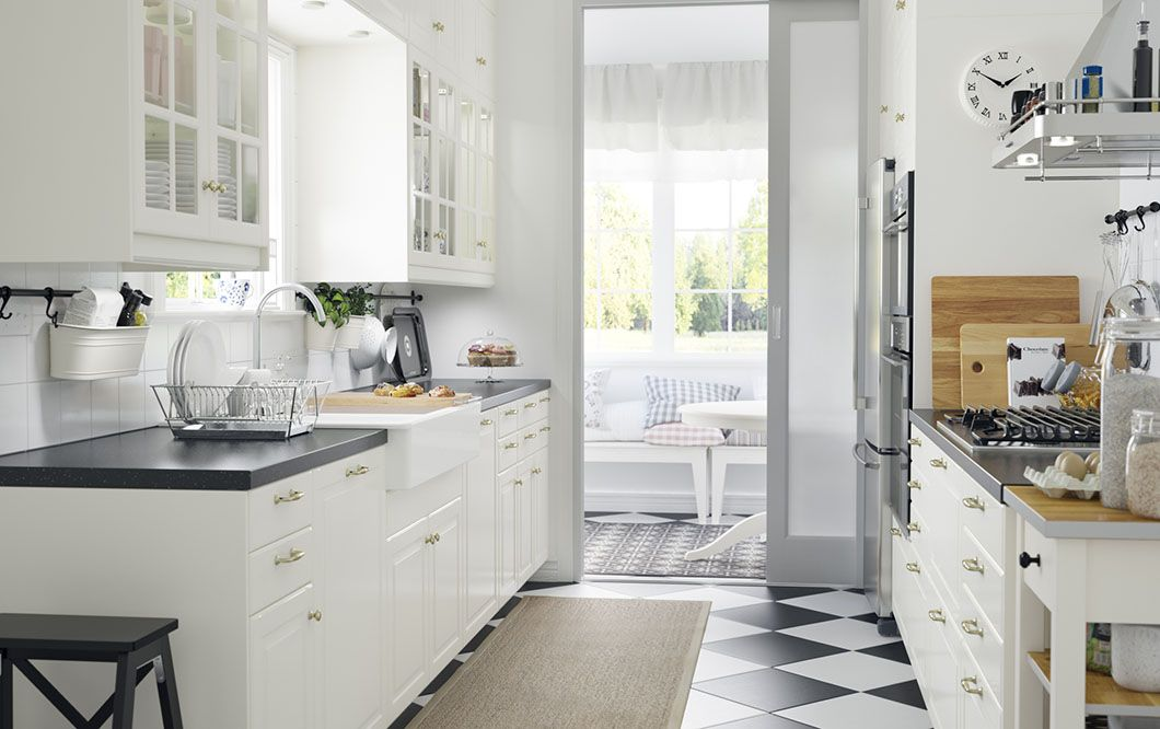 A small country kitchen with white drawers, doors and black - landhausstil modern ikea