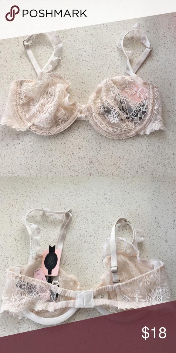 New! 32D Victoria's Secret designer unlined bra Brand new! Victoria's Secret designer unlined bra. Size 32D Victoria's Secret Intimates & Sleepwear Bras