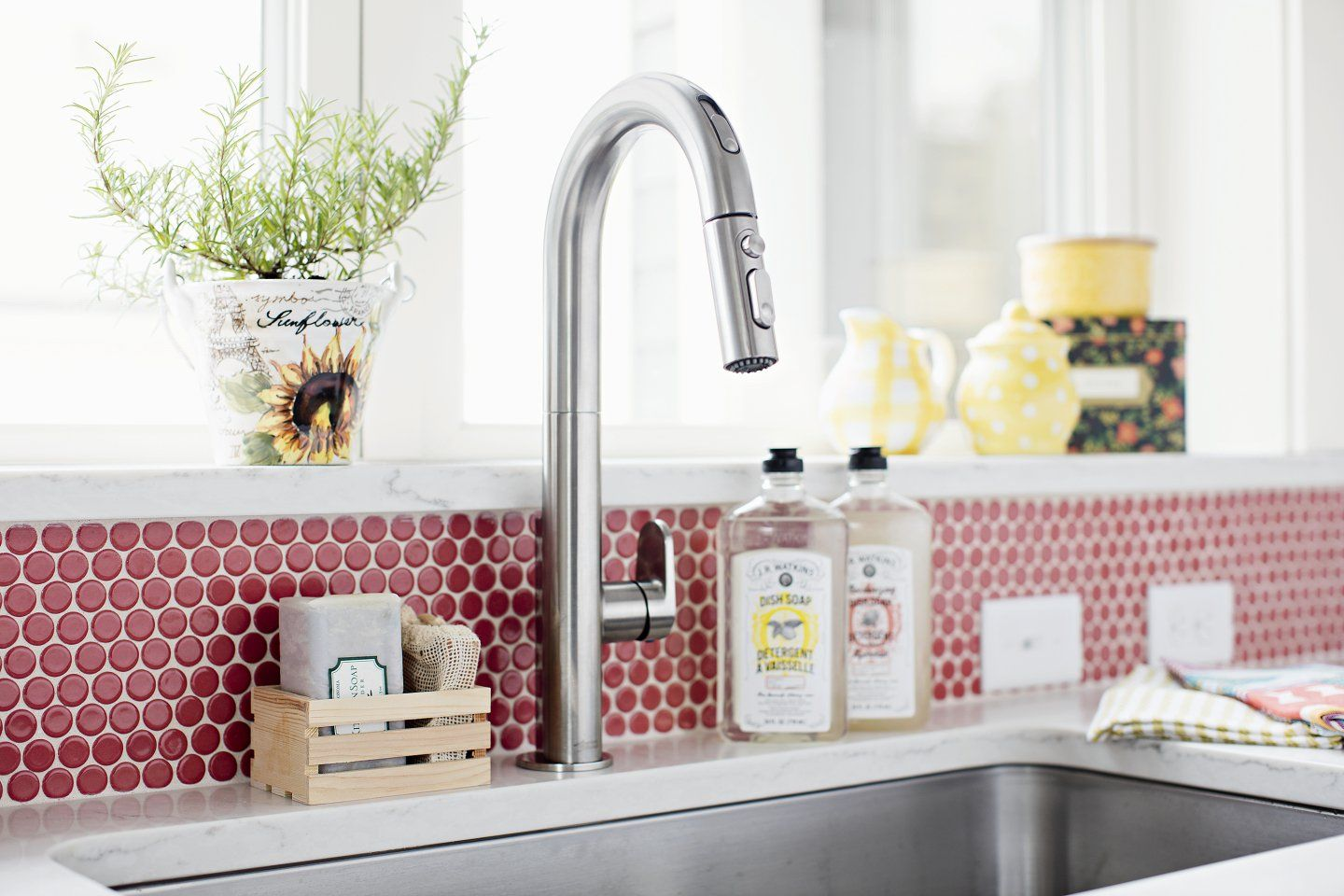 Tile Backsplash Gives The Kitchen Sink