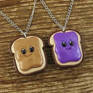 best friend necklaces! This is so cute! Lol