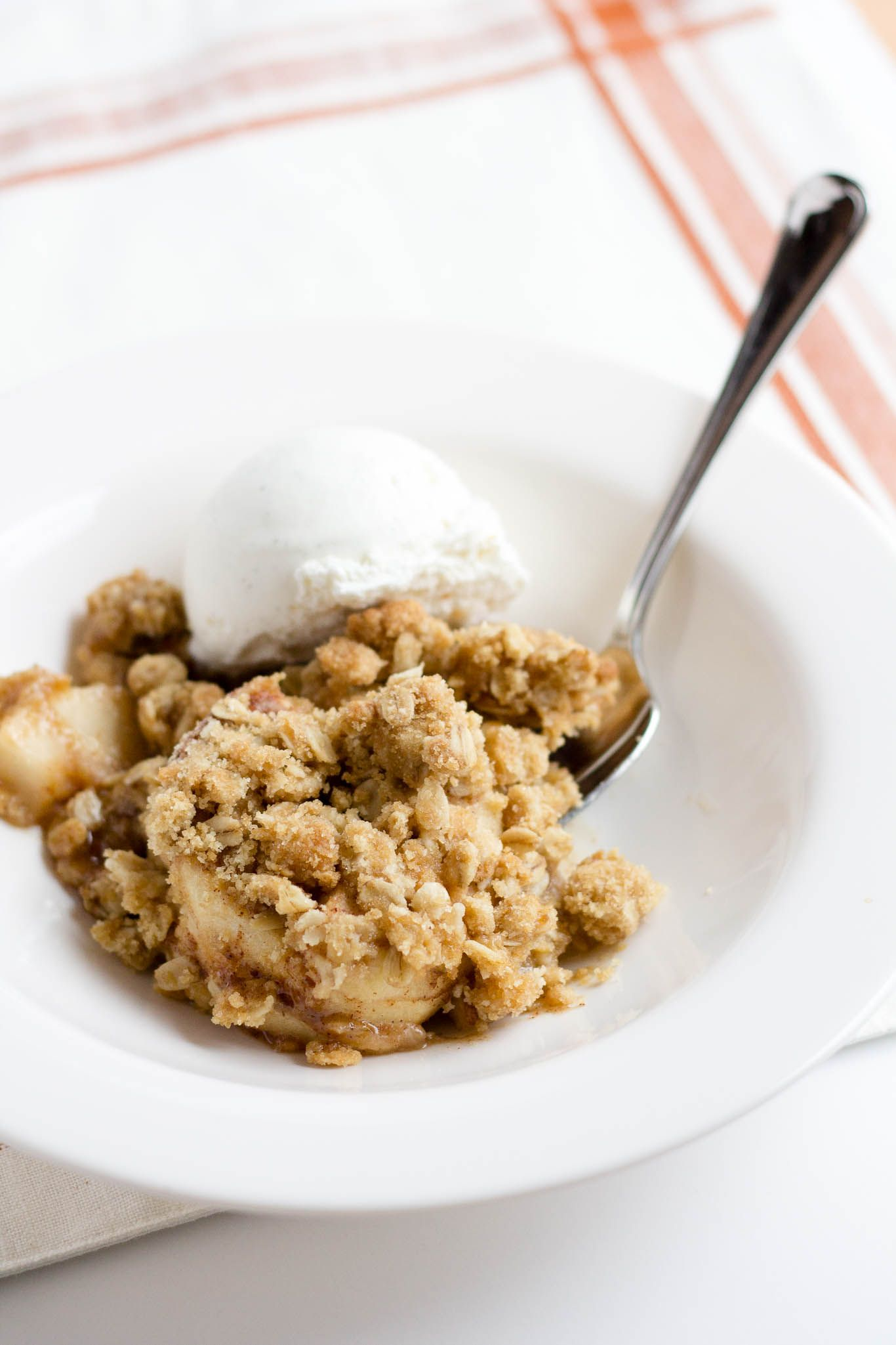 APPLE CRISP WITH OATMEAL CRUMB TOPPING