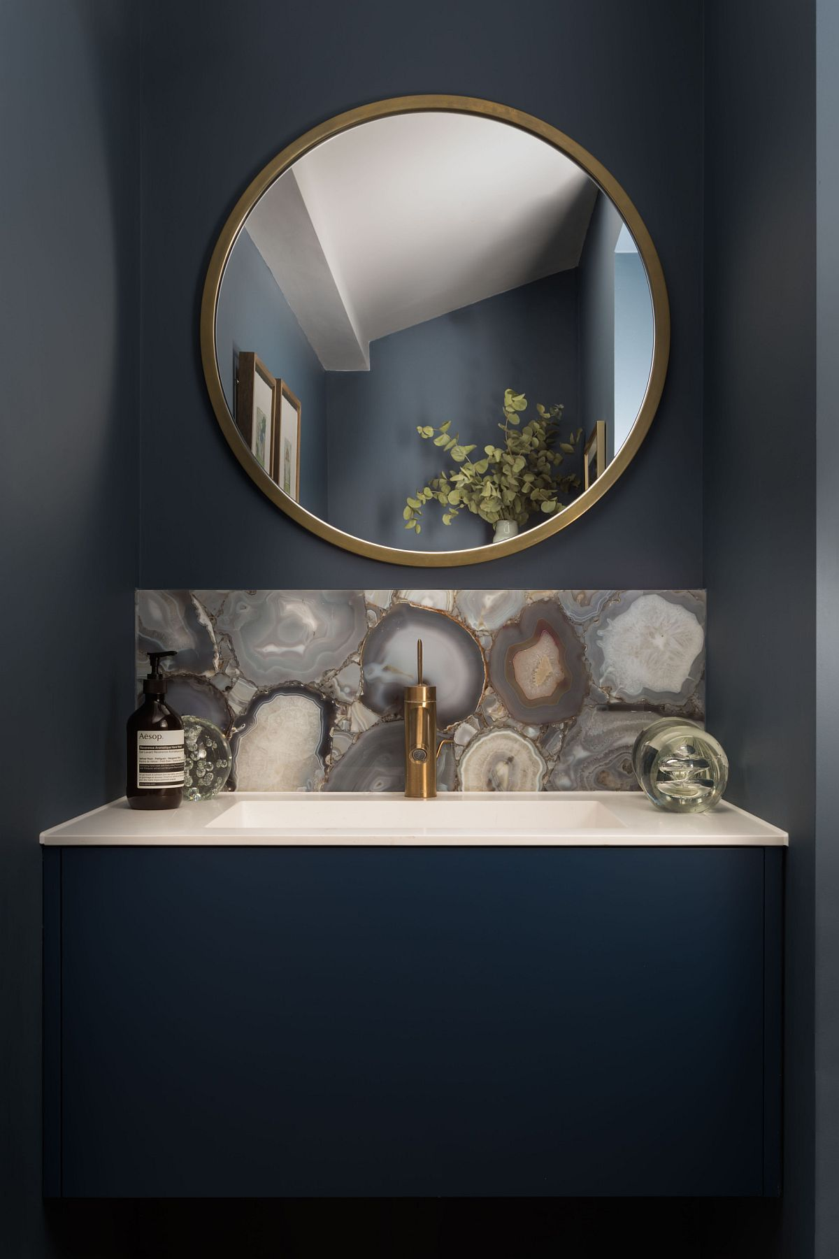 Photo of Tiny bathroom that is all about magic of dark blue! – Decoist