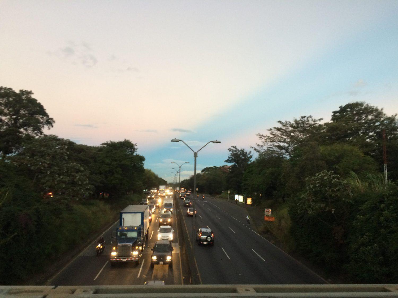 Reportan tránsito lento en la General Cañas