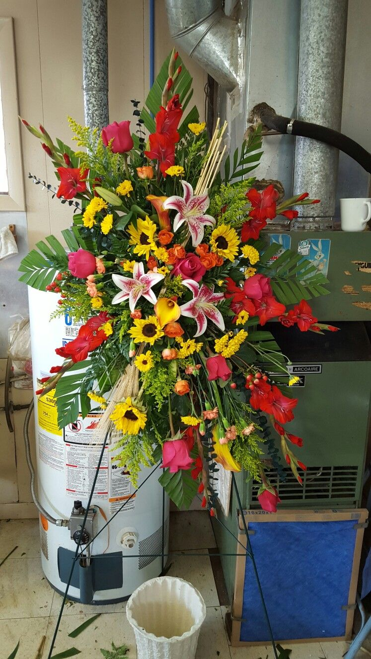 Easel spray | Table decorations, Decor, Floral design on Easel Decorating Ideas  id=93923