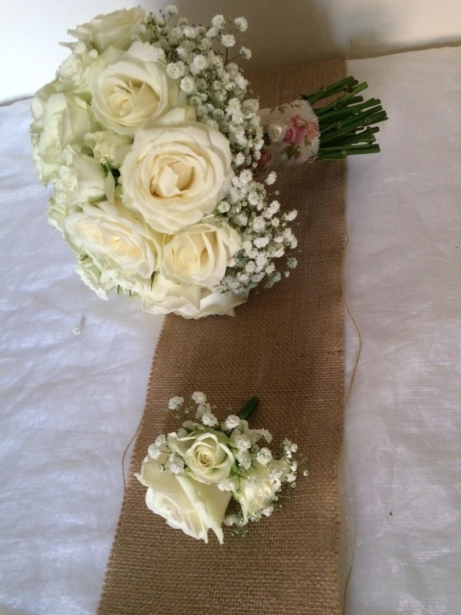 Fresh cream rose and gyp wedding bouquet Fresh cream avalanche and