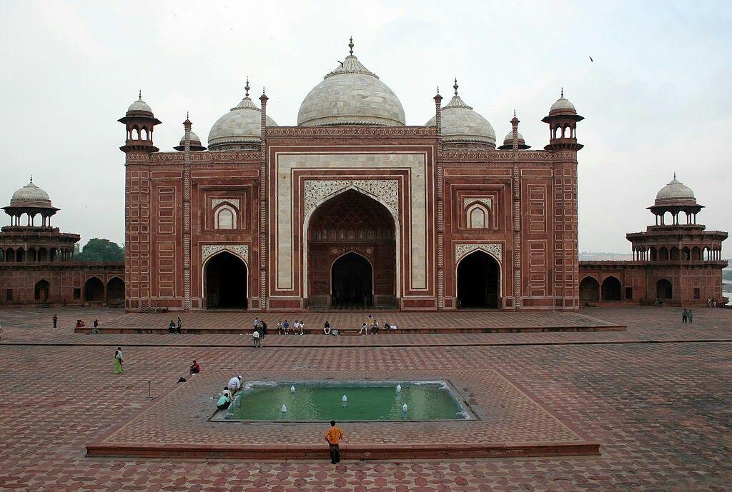 Taj Mahal Mosque Agra India The Red Stone Mosque Of Taj Mahal Taj Mahal Beautiful Mosques Mosque
