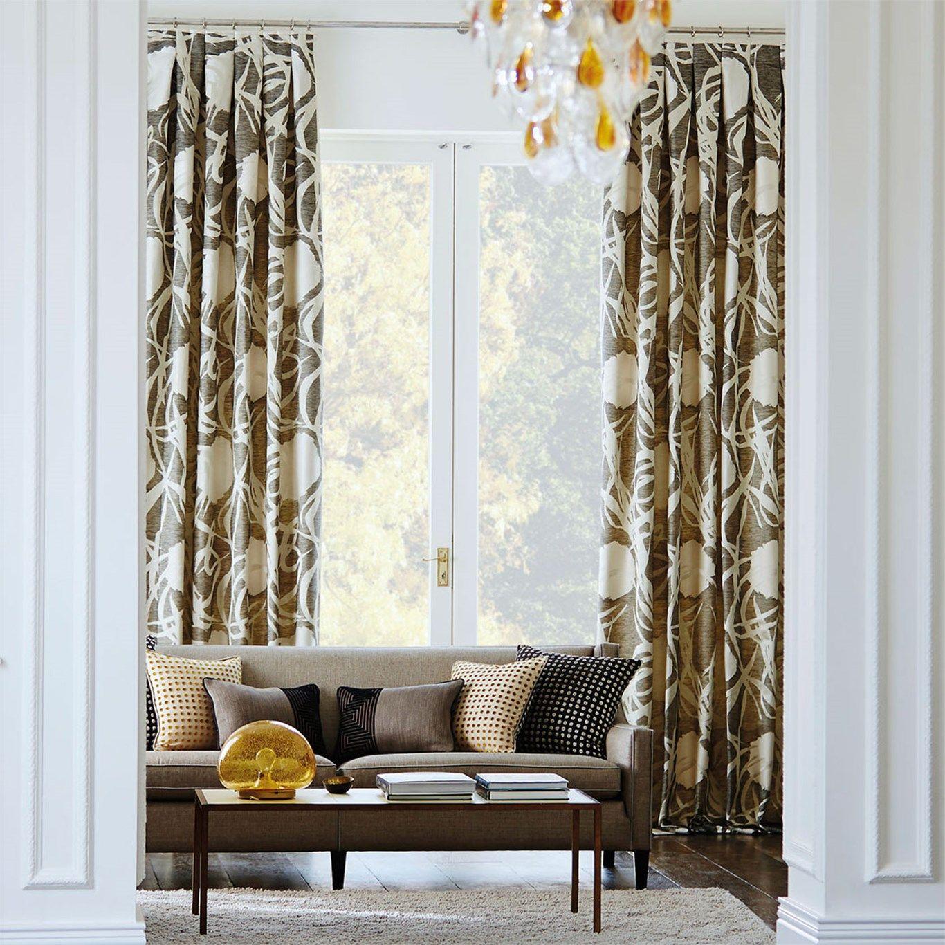 dobles cortinas en las ventanas de un saln elegante villalba interiorismo