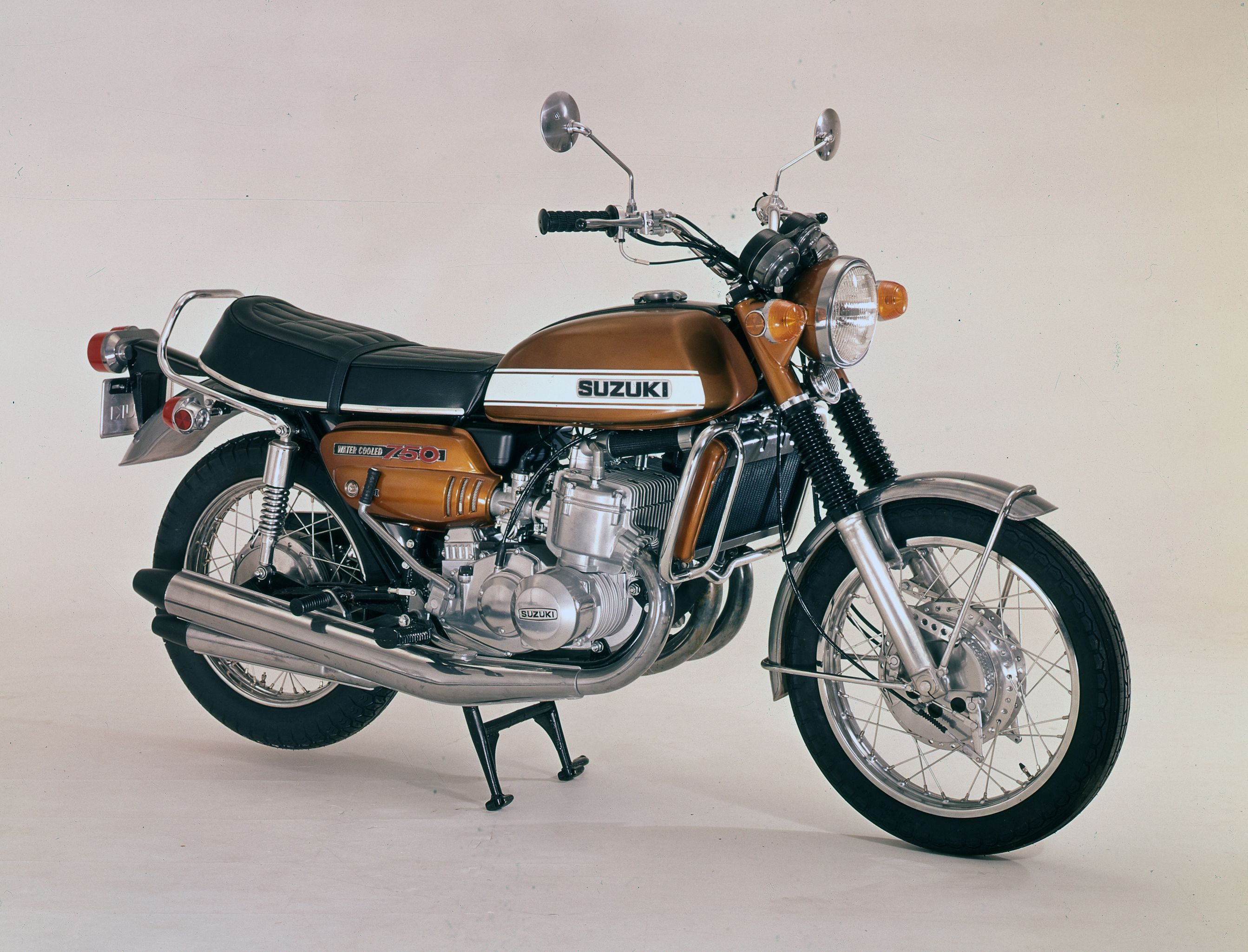 Motor Classic To Show Ten Suzuki Gt750 S At The Show Suzuki Gt 750 Suzuki Motorcycle Motorcycle