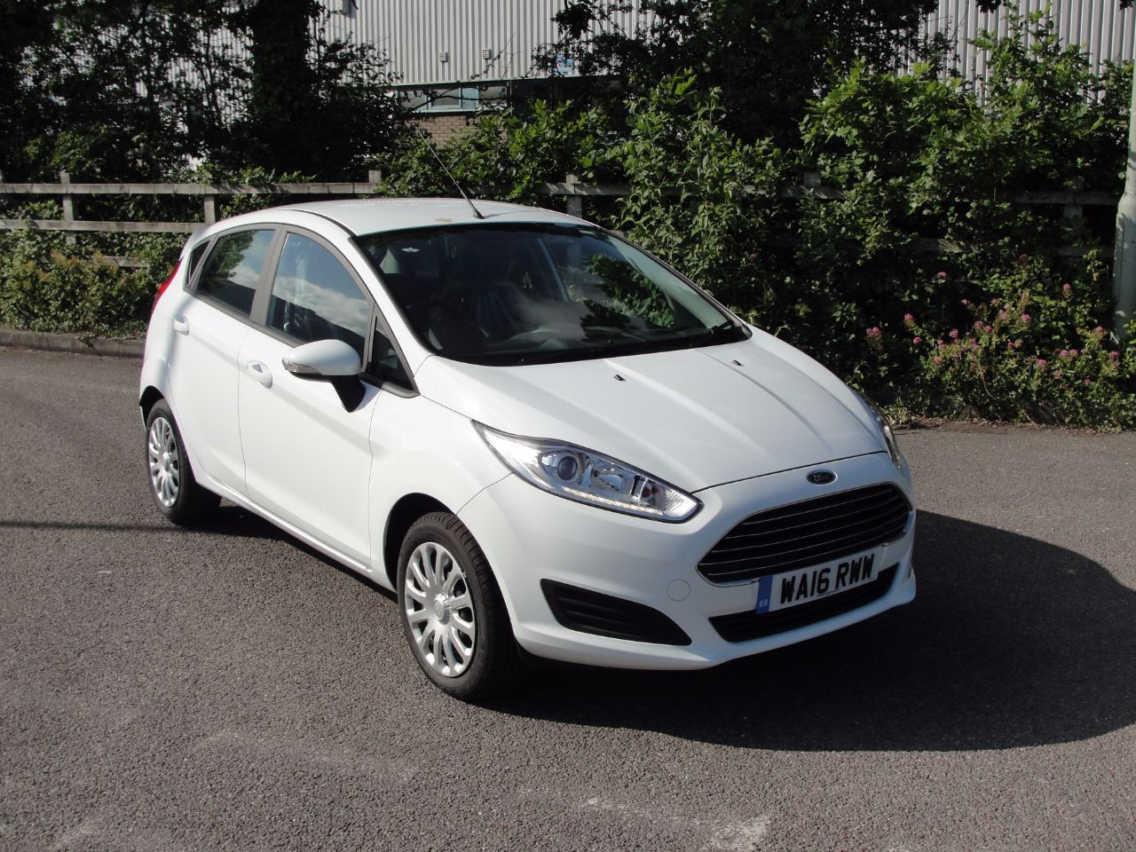 Ford Fiesta Style 1 25 82ps 5dr Hatchback Petrol White Used Cars