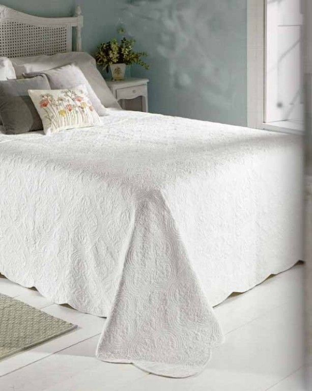White Bedspread Bedding In 2019 White Bedspreads Bed