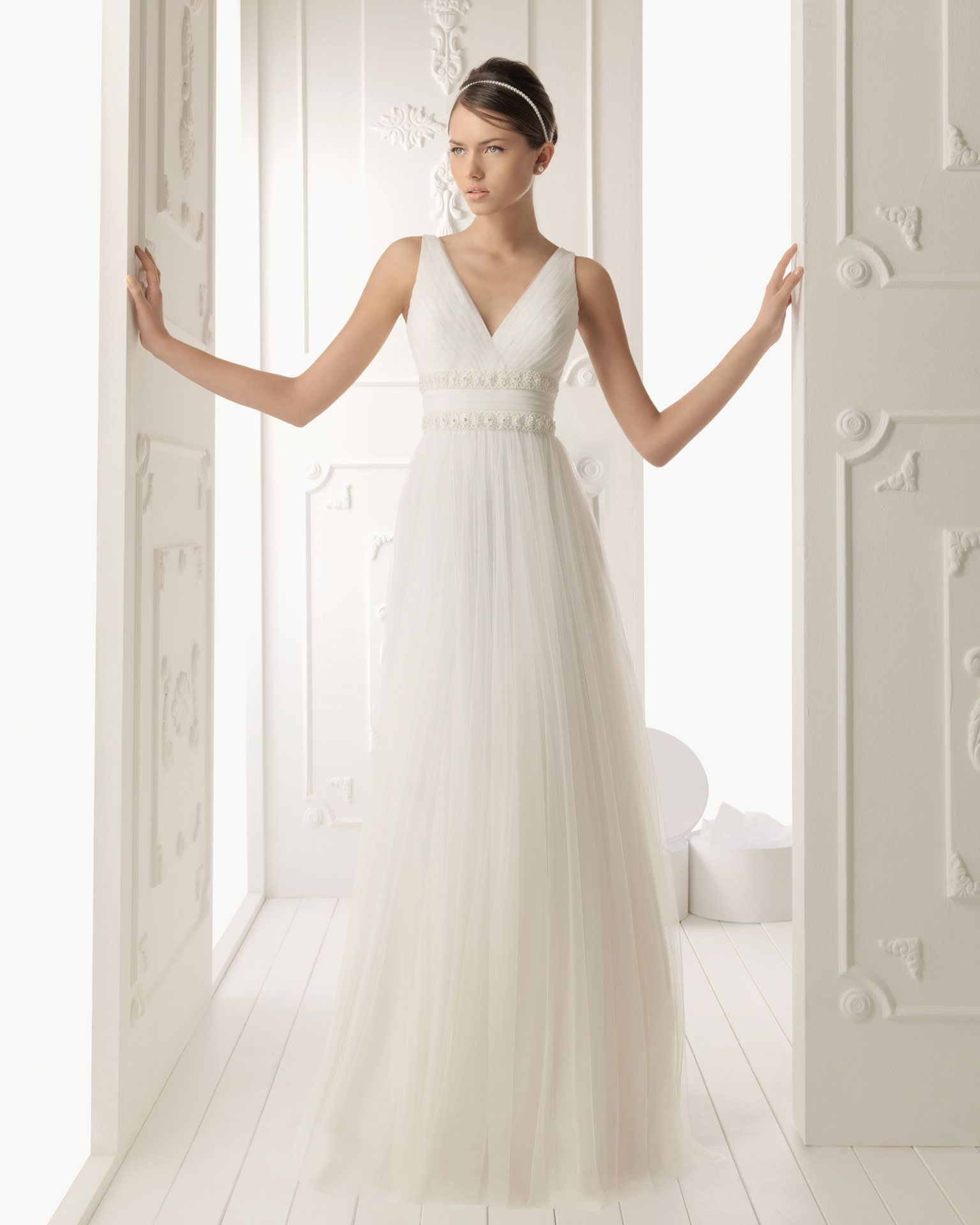 RENE - Beaded tulle dress, in ecru T50 Pearl tiara, in ecru (SImple ...