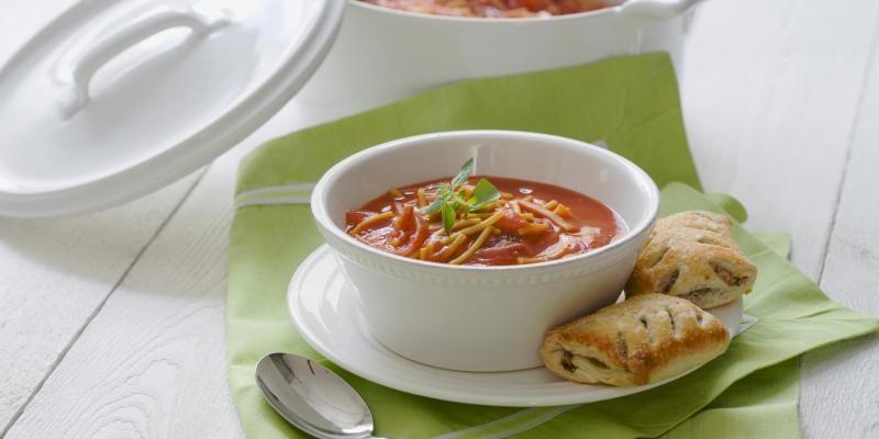 Tulinen Tomaatti-Chili Pastakeitto