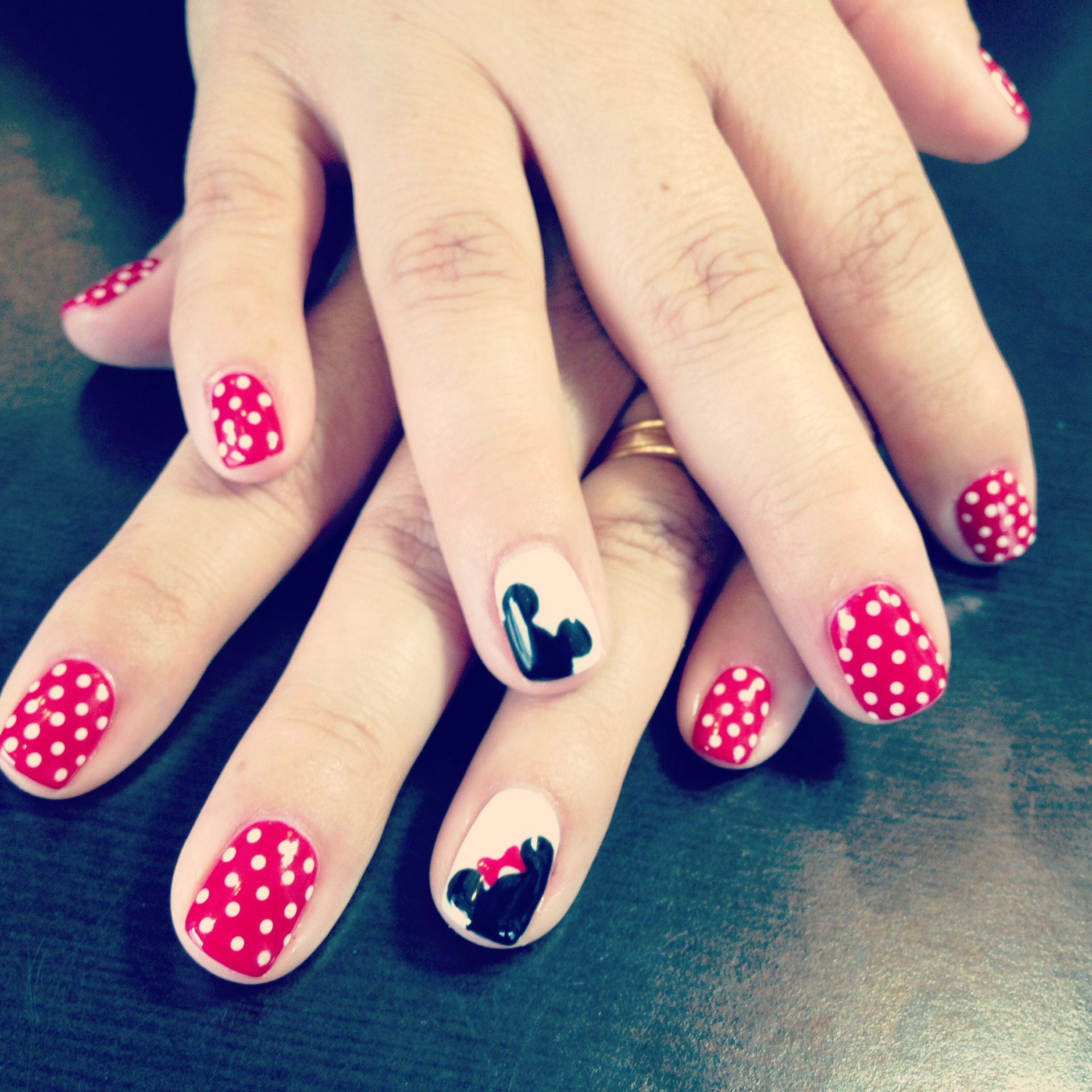 Mickey and Minnie Mouse shellac nails nail art Disney nails by ...